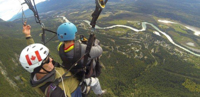 Paragliding Golden