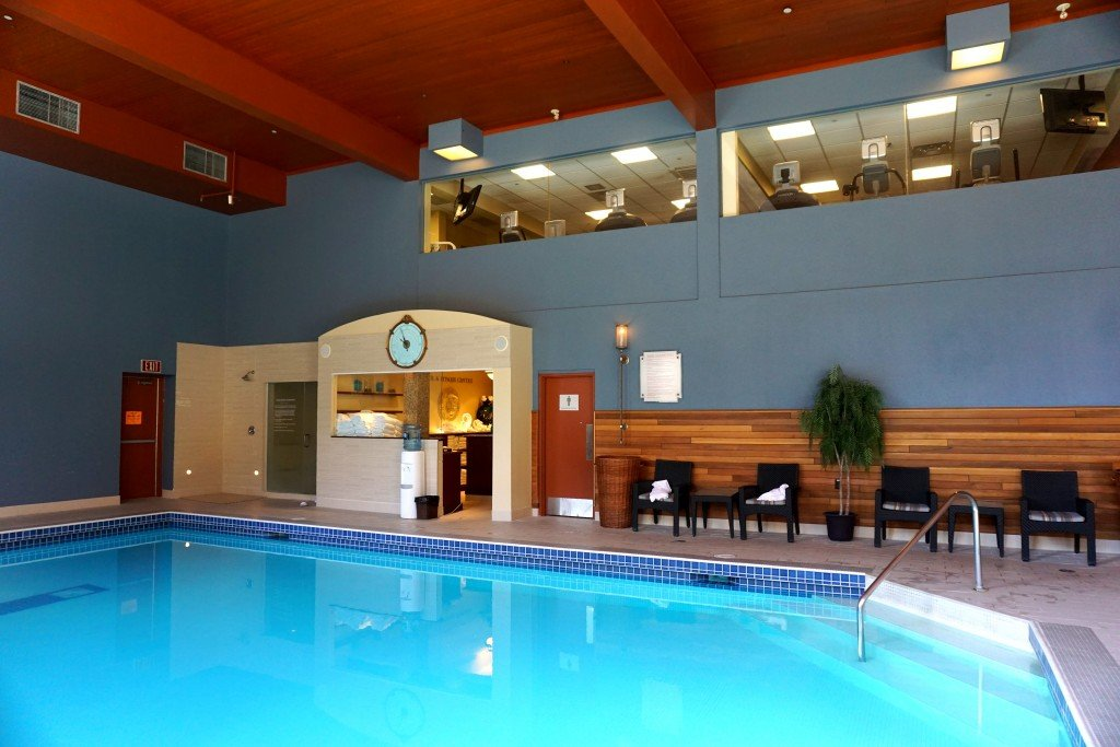 Pool and exercise room fairmont chateau lake louise for Exercise pool canada