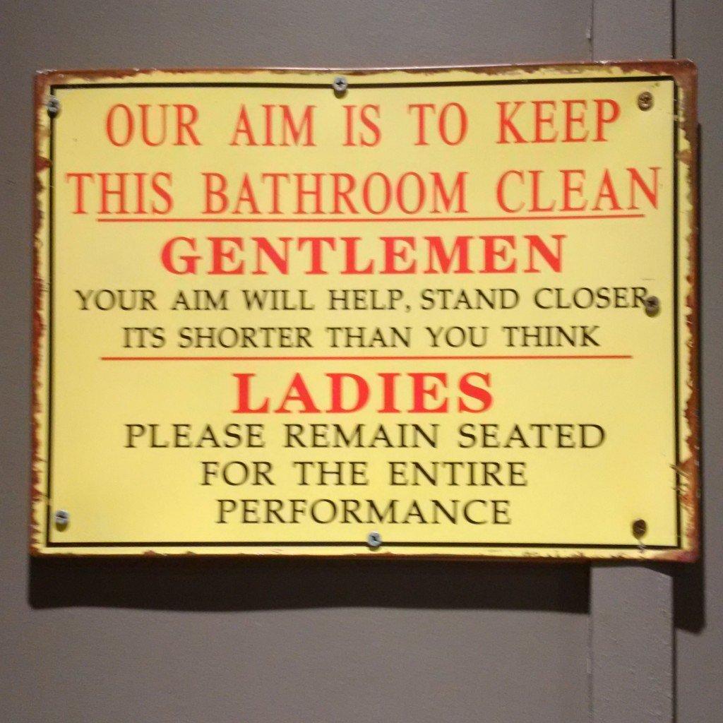 Funny-Australia-toilet-sign.jpg