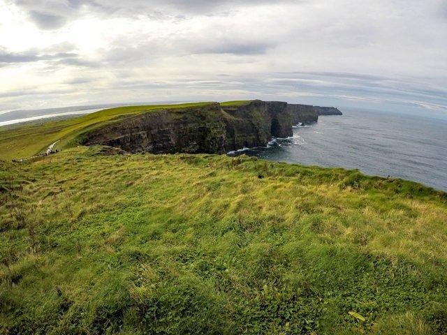 traveltalesoflife.com - Written by Sue Slaght - Irish Cliffs of Moher and Selfie Shenanigans